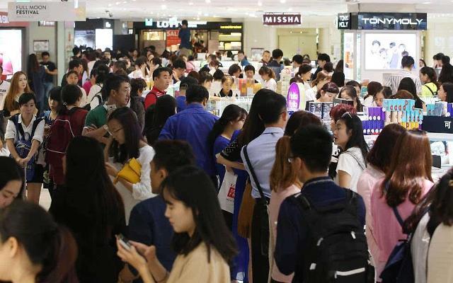 春节假期赴韩中国团体游客减半 韩旅游业元气大伤