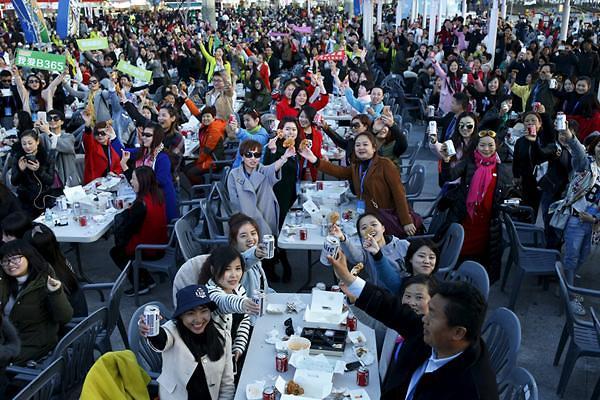 中国赴韩会奖旅行热度大减 炸鸡啤酒派对壮观景象难再现