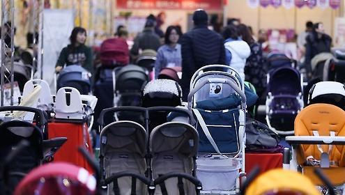 """韩国家庭每月育儿费用107万韩元 9成家长表示""""养孩儿鸭梨大"""""""