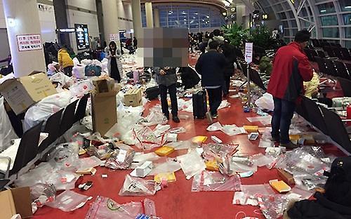 部分中国游客不文明行为致济州机场成垃圾中转站