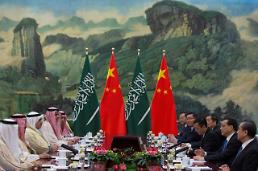 (Global Photo)  Chinese Premier Li Keqiang meets with Saudi Arabias King Salman bin Abdulaziz al-Saud at Great Hall of the People in Beijing