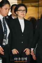 """'미스 롯데' 서미경, 수십년만에 언론에 모습 드러내…직업 묻자 """"없다""""(종합)"""
