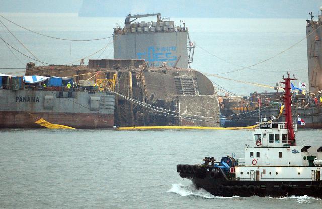 """打捞""""世越""""号幕后:上海打捞局350名人员每3个月上岸一次"""