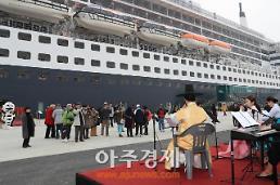 영국 대형 크루즈 퀸매리 2호 3700명 여행객 태우고 인천항 첫 입항