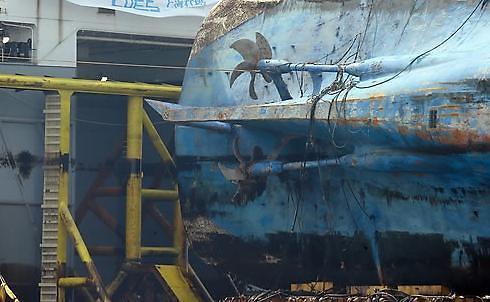 韩沉船打捞进展:将加紧运往陆地再进行钻孔排油