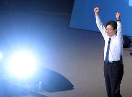 .<2017年总统大选>刘承旼正党候选人身份坐实 文在寅西南地区巡回投票旗开得胜.