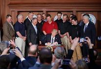 [글로벌 포토] 트럼프 '오바마 친환경 규제' 철폐