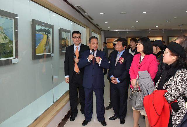 《中国油画名家画威海》展览盛大开幕 油画艺术增进中韩文化交流