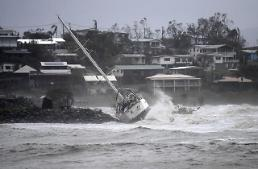 [GLOBAL PHOTO] Devastating cyclone Debbie leaves boat standed on rocks