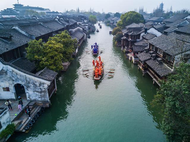 [영상중국] 중국의 '베네치아' 저장 우전, 풍년기원 수상경주 '눈길'