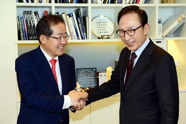 <2017年总统大选>前韩国总统李明博与自由韩国党总统候选人会面