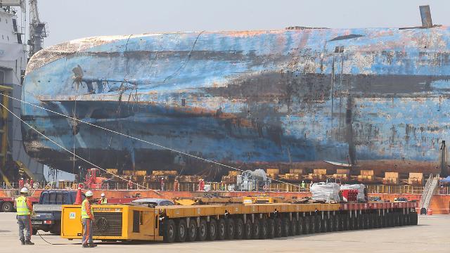 模块运输车抵达木浦新港