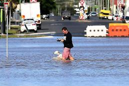 [GLOBAL PHOTO] Flood will not stop me!