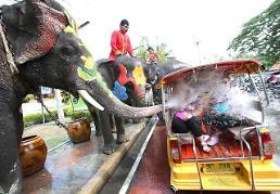 .[GLOBAL PHOTO] Thai Songkran Festival.
