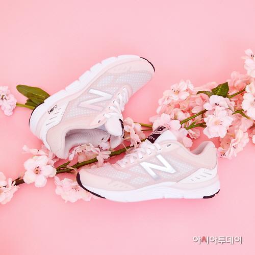 纽巴伦在韩推出775系列樱花限量运动鞋
