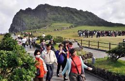 .萨德致赴济州中国游客骤减 业界为避免损失寻突破口 .