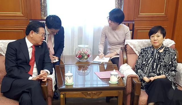中国人民对外友好协会李小林在京会见韩中友好协会会长朴三求