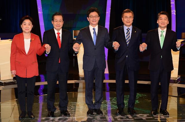 """<2017年总统大选>主要候选人第二轮电视辩论 文在寅又成""""众矢之的"""""""