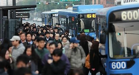 """韩首都圈民众上演""""逃出战"""" 国家政策和社会因素成主因"""