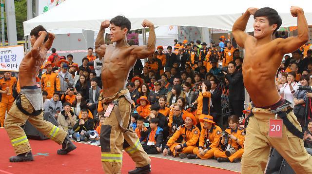 消防官兵肌肉秀