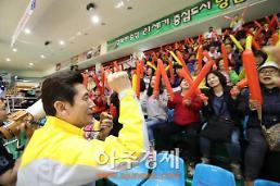 <포토>이강덕 포항시장, 경북도민체전 사전경기 응원