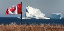 [GLOBAL PHOTO] Iceberg strays along Canadian coast