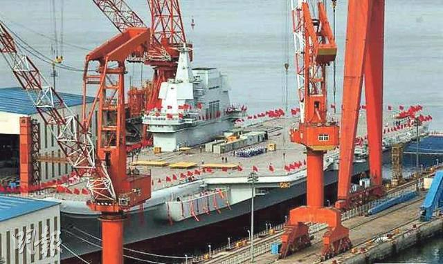 [영상중국] '오성홍기 휘날리는 산둥함' 중국 첫 국산 항공모함 진수 임박