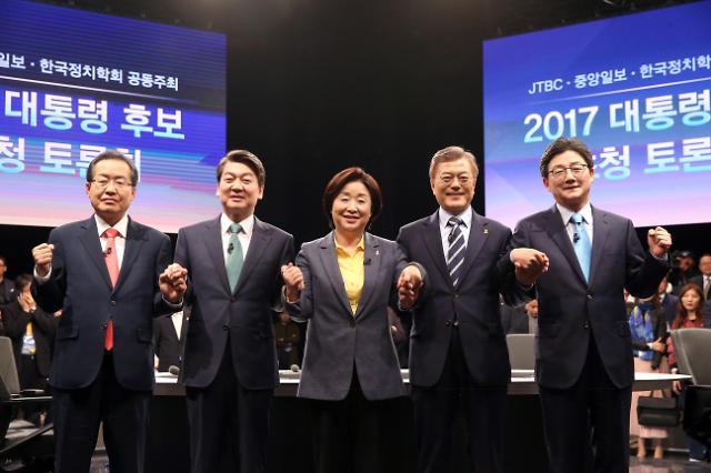 <2017年总统大选>主要候选人举行第四轮电视辩论会 经济就业问题激烈交锋