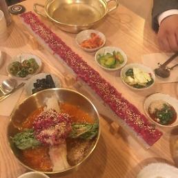 .[AJU VIDEO] 看了让人口水直流的55cm生牛肉寿司.