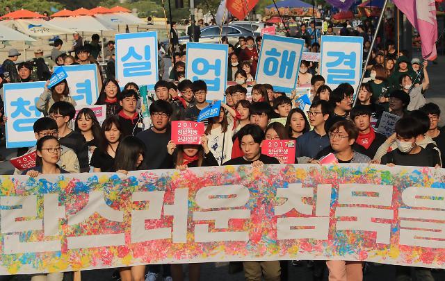 劳动节韩国各地工人举行大规模集会 要求政府提高最低时薪至1万韩元