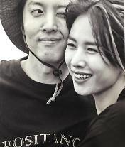 """조윤희 이동건 혼인신고+임신, 팬들 """"진짜 반짝이가 생겼네"""" """"진도 엄청 빠르네"""" [왁자지껄]"""
