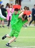 [PHOTO] Students indulge in water bucket race