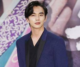 .俞承豪立新剧《君主》收视公约 超20%将穿韩服举行签名会.
