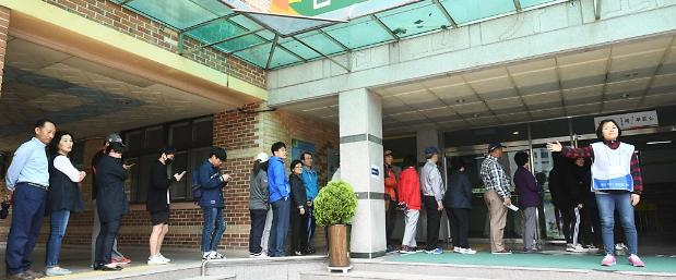 <简讯>第19届总统大选下午2时投票率55.9% 西南地区破65%