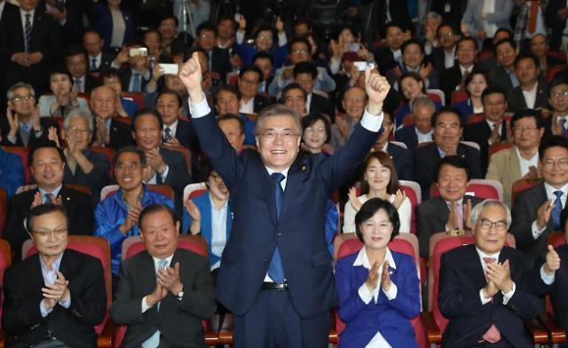 <2017年总统大选>韩三大电视台出口民调结果:文在寅以41.4%绝对优势领先