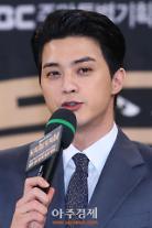 [아주동영상] 배우 김지훈이 박근혜 전 대통령 탄핵 촛불집회에 참석하는 등 적극적으로 정치적 소신을 드러낸 이유는?
