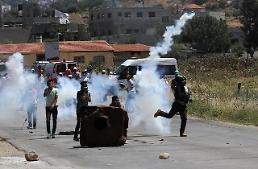 .[GLOBAL PHOTO] Palestinian protesters and Israeli soldiers clash in Nablus.