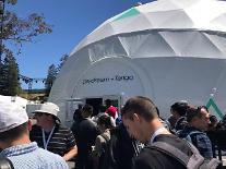 """[르포] """"기발한 상상력"""" 전 세계 개발자들이 감탄한 SK텔레콤의 가상현실(VR) 기술"""