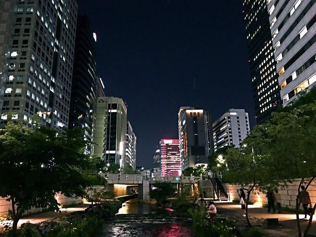 [AJU VIDEO] 夜游清溪川 感受喧嚣城市背后的宁静