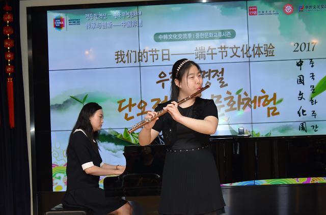 [AJU VIDEO] 韩国盲人女孩吹长笛
