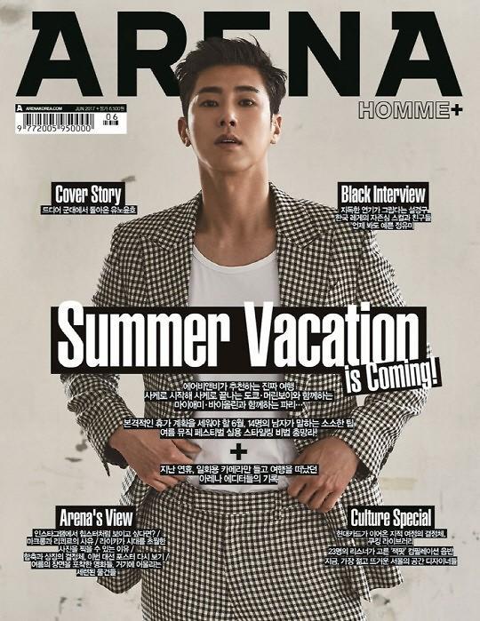 允浩为某杂志拍摄封面照 男人味十足