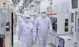 .SK hynix joins final bid for Toshiba unit through consortium with Bain.