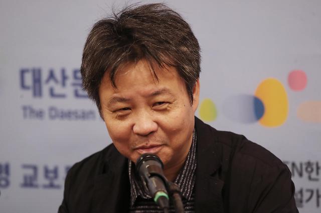 中国著名作家余华访韩