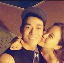 歌手ペク・チヨン & 俳優チョン・ソグォン夫婦、結婚4年で娘誕生