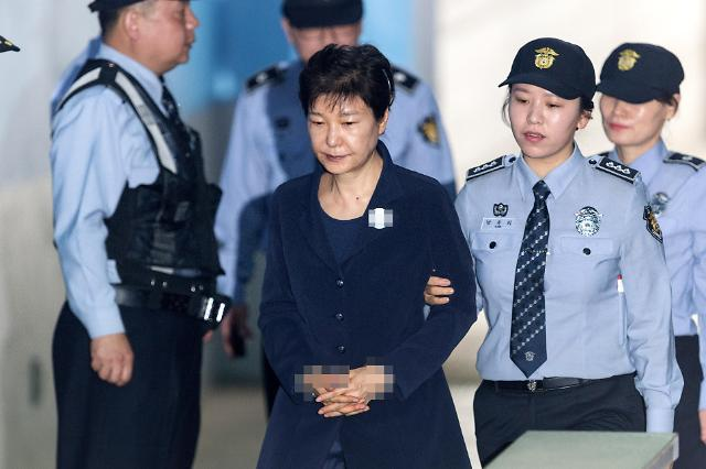 朴槿惠抵达首尔中央地方法院