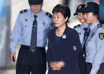 朴槿恵前大統領、53日ぶりに姿を公開・・・チェ・スンシル被告と裁判所に出席