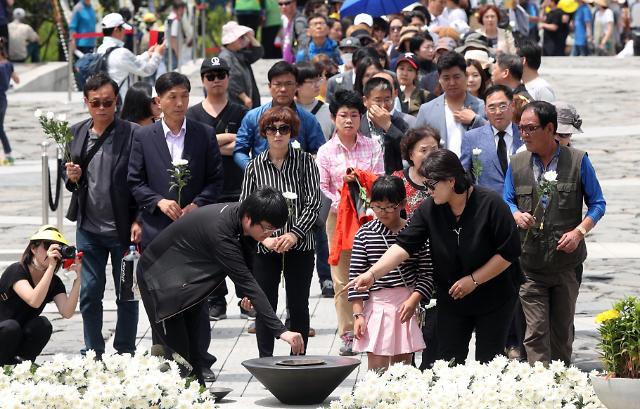 韩国市民缅怀前总统卢武铉