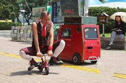.[AJU VIDEO] 大学路街道演出庆典:Marine boy滑稽表演.