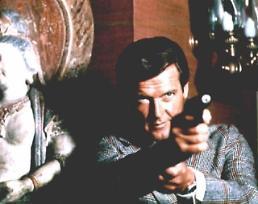 세계가 사랑한 최장수 제임스 본드 로저 무어, 암 투병 중 별세…그는 누구?