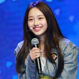 [영상] '데뷔' 크리샤 츄, 타이틀곡 'Trouble' 무대 공개!